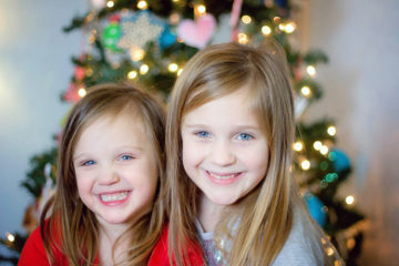 How to Take Photos of Kids with a Christmas Tree Background